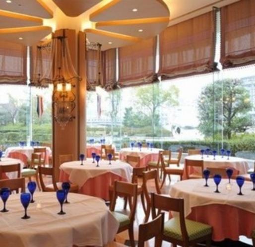 1階カフェ&レストラン「リバーズガーデン」