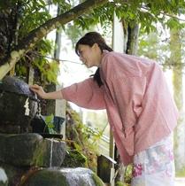 玉作湯神社 願い石に叶い石をそっとあてお願い事をしましょう