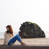 出雲大社の西方1kmにある海岸で、国譲り、国引きの神話で知られる浜です。