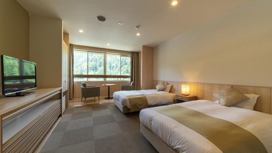 洋室ツイン8畳【34㎡】/ホテルライクな洋室 和モダンツインよりも高めのベッドをご用意