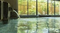 湯村温泉は平安時代に開湯した歴史ある湯治場で、源泉の荒湯は98度、日本屈指の高熱の湯
