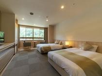 洋室ツイン/ホテルライクな洋室。和モダンツインよりも高めのベッドをご用意