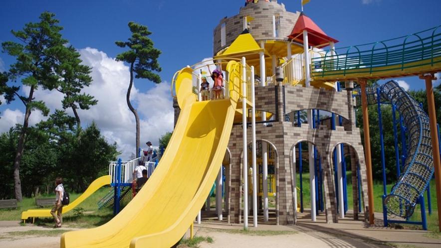 【鳥取砂丘こどもの国】広い敷地を誇る子どものための遊び場 当館より車約45分