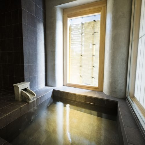 Room in Bath Twinタイプは半露天風呂付。2部屋限定の特別室です。