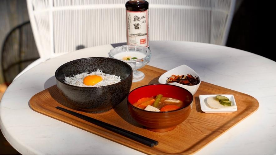 朝食 シラス丼プレート