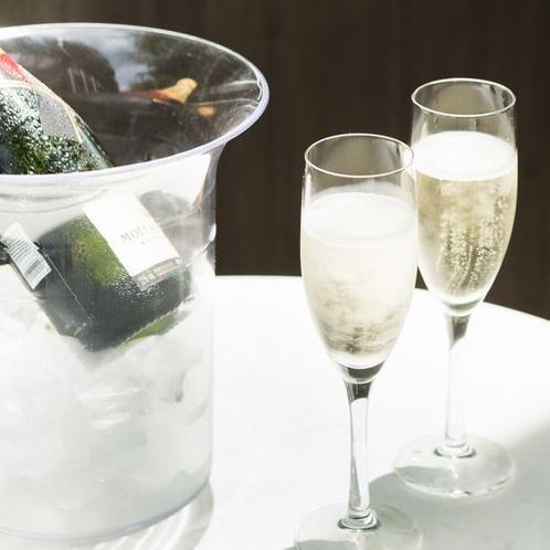フロントでシャンパンをご用意しております