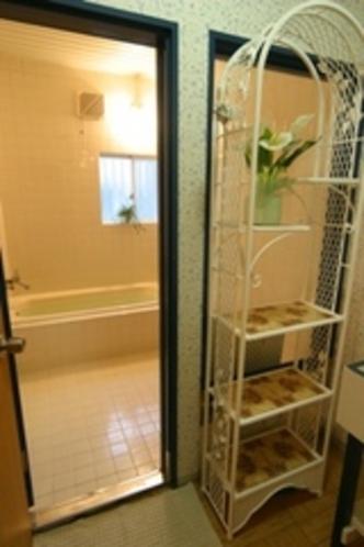 浴室(ホワイト) ご家族向けのお風呂