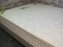 高密度バネ&セミダブルサイズ、とても寝心地快適なベッド(シングルルーム)
