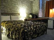 デラックスシングルルーム(HOTEL WAKABA)広さ約18平米、マッサージチェアー(無料)を装備