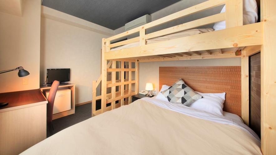 【ビジネスツインルーム】ダブルベッド+ロフトベッドで3名様までご宿泊できます!