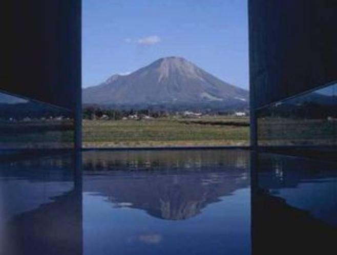 植田正治写真美術館より眺めた大山