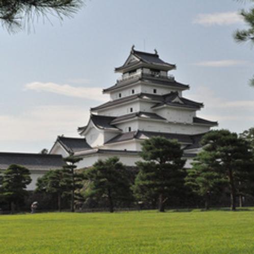 会津のシンボル「鶴ヶ城」まで車で約30分