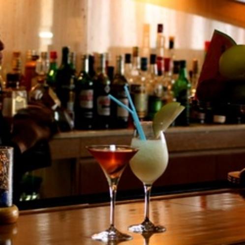 【メインバー】「オブリスト」リゾートホテルの一角にある本格的バー。