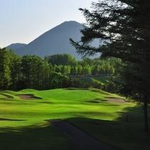 【ゴルフ場】ウッドコース18番ホール。一番の難関コースもあと1ホール