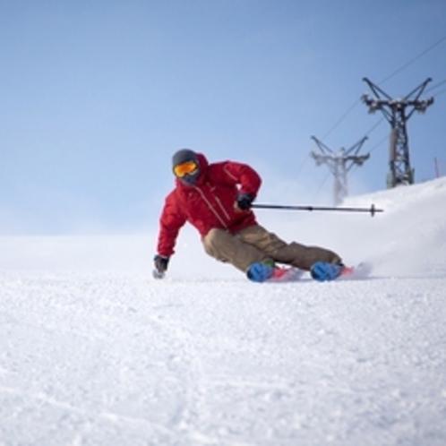 【ゲレンデ】コース幅が広い!左右に大きく滑れる気持ちよさを体感!