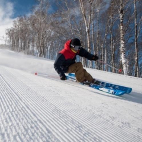 【ゲレンデ】朝一ゲレンデ!一番にゲレンデへ向かう人の楽しみは、この「圧雪」具合!