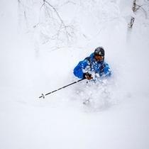 【ゲレンデ】北海道で初めて滑るスキーヤーが驚く「ルスツの雪の軽さ」!オフピステ(非圧雪)ゾーン