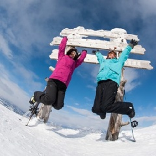 【ゲレンデ】空に向かってジャ~ンプ!これから滑って滑ってたくさん滑って楽しみま~す!