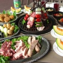 【食事(夕食イメージ)】夏休み限定野外バーベキューガーデン。高原を肌で感じながら解放感たっぷりに!