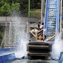 【遊園地】水の中を泳ぐように進むジェットコースター!やっぱり夏には大人気の急流すべり