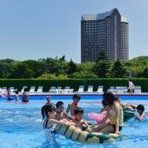 【夏休み限定】スーパージャンボプールは期間限定の爽快ビーチ♪