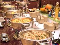 【夕食バイキング】トッポギをはじめ韓国メニュー料理コーナーも人気です♪