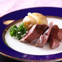 【夕食バイキング】焼きたて分厚いステーキ(牛脂注入)