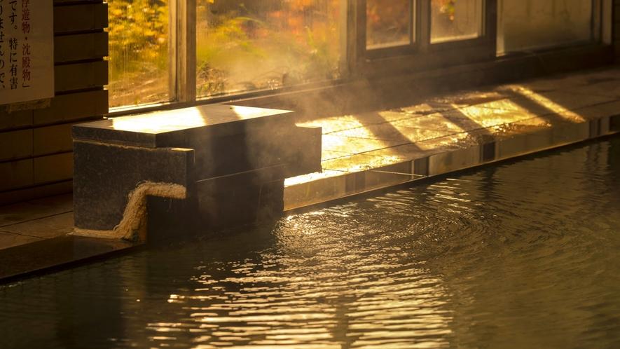 【大浴場】源泉三本から毎分600リットルの豊富な湯量を贅沢に使用。