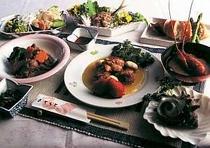 旬の地物食材使用の食事はボリューム満点