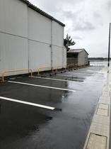 玄関の車駐車場