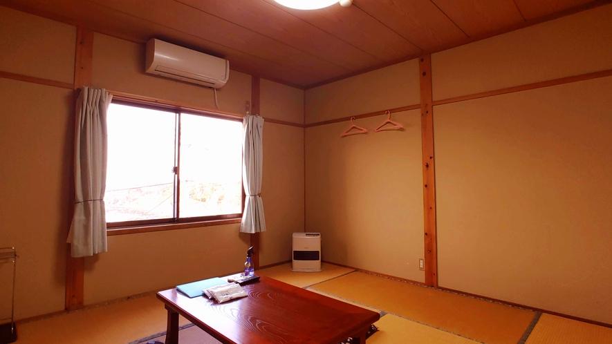 和室8畳_昔ながらの和室でゆっくりお寛ぎ頂けます。