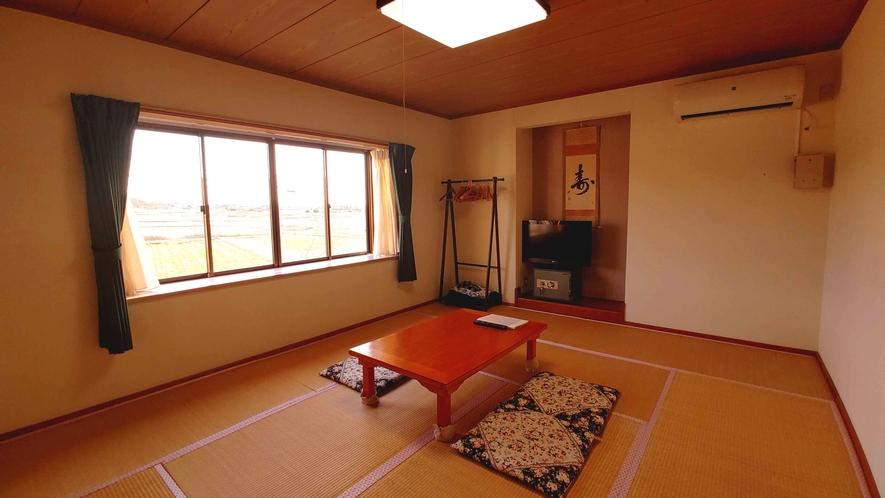 どこか懐かしい和室10畳_部屋から見える田園風景に癒されます。