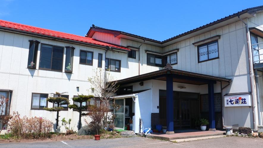 外観_新潟佐渡の民宿七浦荘へようこそ!