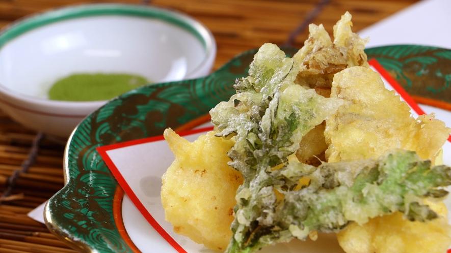 夕食一例_季節の天ぷら盛り合わせ。サクサク感がたまらない!