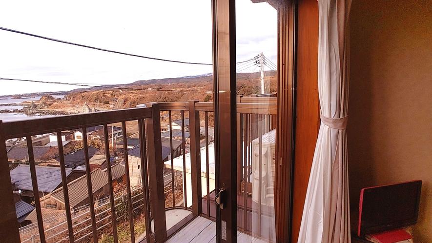和室6畳_窓からの眺めは絶景です