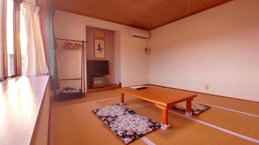 和室10畳_まるで実家に帰ってきたかのような安心感。ごゆっくりとお寛ぎ下さい。