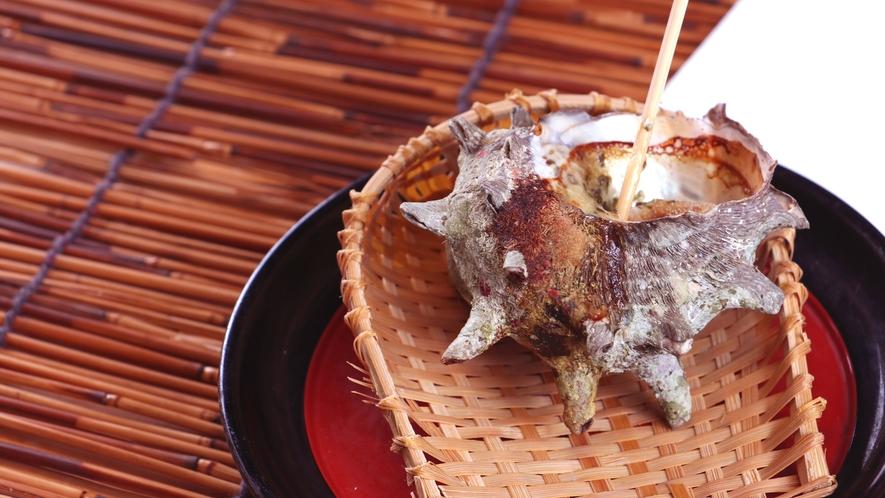 夕食一例_サザエの壺焼~エスカルゴ風ガーリックバター~食欲をそそる香りです