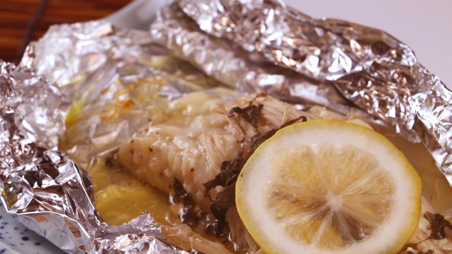 夕食一例_メダイのホイル焼き。ハーブの香りがアクセントでやみつきに!