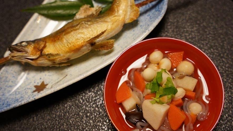 *お夕食一例/奥会津ならではの「こづゆ」「岩魚の塩焼き」がおすすめ