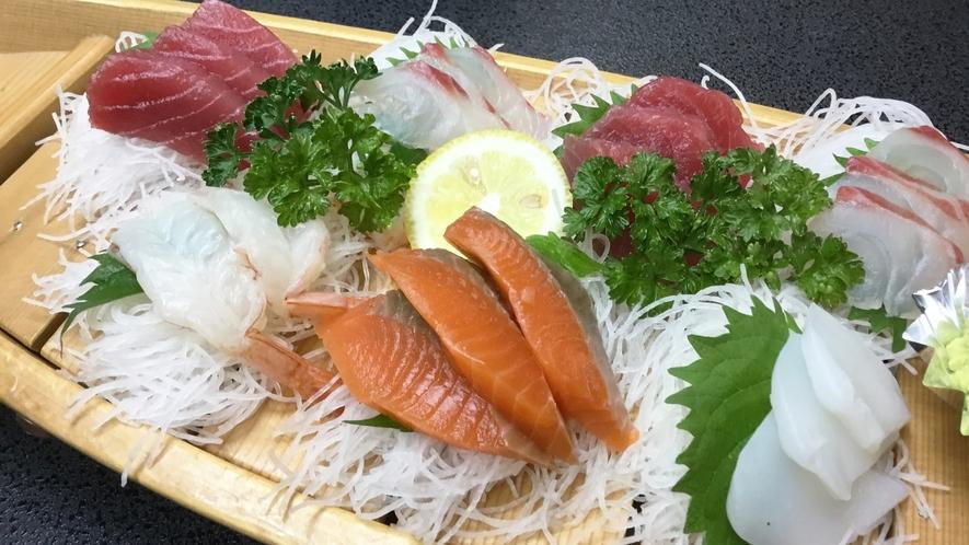 *【刺身の舟盛り(一例)】新鮮な海の幸をご賞味くださいませ!