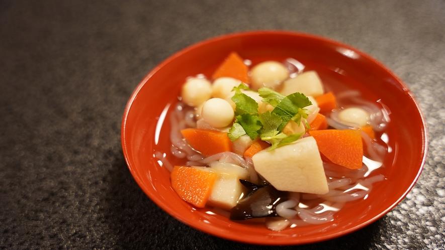 お夕食一例(こづゆ)会津の郷土料理です