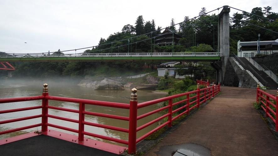 *川霧を望む遊歩道