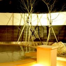 *露天風呂/季節ごとに変わる奥会津の美しい景色を眺めながらのんびりとご入浴下さい。