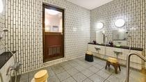 *【象潟温泉石風呂】シャワー台数は4台あります。