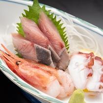 *【夕食一例/刺身】旬の魚と海老、タコなどのお刺身三点盛り!