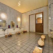 *【光明石温泉/古代檜風呂】シャワー台数は6台あります。
