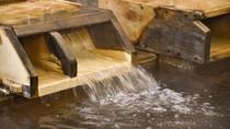 *【光明石温泉/古代檜風呂】天然鉱石の光明石を主源体とした人工温泉。湯冷めしづらく、お肌なじみます。