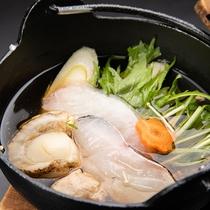 *【夕食一例/海鮮鍋】新鮮な白身魚や貝などの出汁が美味しい鍋料理。