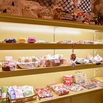 売店 -地場産品をはじめお土産各種ございます