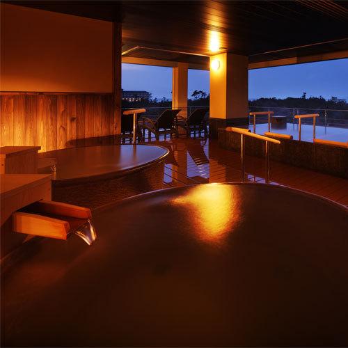 展望檜風呂【熱の湯】-陶器製の露天風呂-女湯